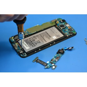 Wymiana baterii w Samsung Galaxy A3 A310 2016