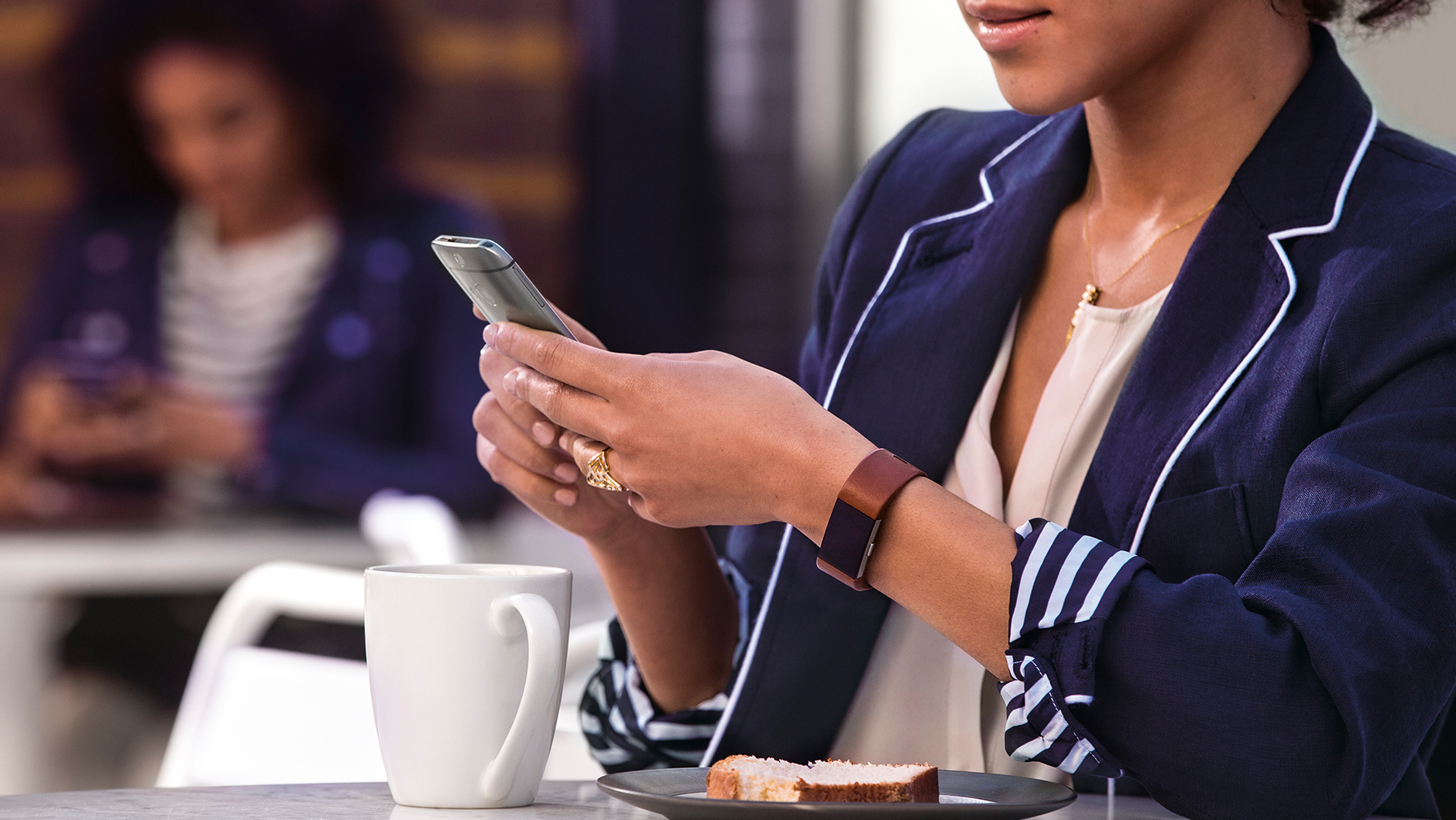 Alerty wiadomości połączeń i dostęp do godziny charge 2 fitbit